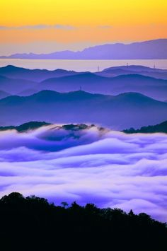 A distance view of Seto Inland Sea and Shodo-shima Island from Okayama, Japan 遠眺 岡山瀬戸内海 Beautiful World, Beautiful Places, Beautiful Pictures, Color Lavanda, Monte Fuji, Stunning View, Ciel, Travel Pictures, Travel Photos