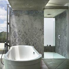 der trend zur fugenlosen dusche bleibt ob in wasserfesten putzen oder mit tapeten von walldeco mit vielen fantastischen motiven in italienischem - Fantastisch Badgestaltung Fliesen Beispiele