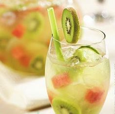 kiwi melon sangria. Maybe replacing the riesling for champanhe....