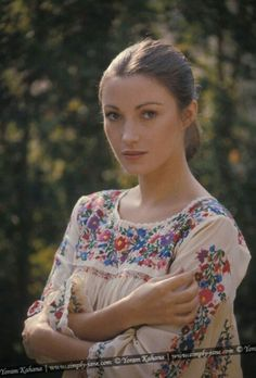 Jane Seymour. Embroidered Mexican peasant blouses and dresses will always remind me of the 70s vintage fashion color photo print ad models magazine designer peasant ethnic embroidered dress blouse mexican