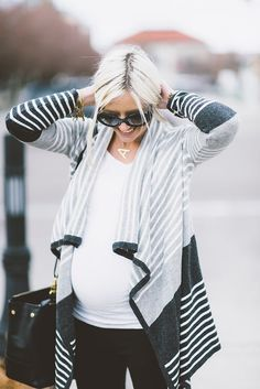 10 Tips For Creating A Winter Maternity Capsule Wardrobe Pregnancy fashion pictures. Pregnancy Fashion Winter, Winter Maternity Outfits, Cozy Winter Outfits, Stylish Maternity, Maternity Wear, Maternity Sweaters, Maternity Clothing, Maternity Styles, Maternity Swimwear