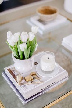 Coffee Table Candle Decor, Coffee Table Vignettes, Simple Coffee Table, Home Coffee Tables, Coffee Table Books, Decorating Coffee Tables, Coffee Table Knick Knacks, How To Style Coffee Table, Side Table Styling