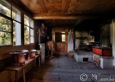 Kitchen-Cottage-Farmhouse-Interior-Old-Wooden-Rural-Switzerland-2.jpg (650×460)