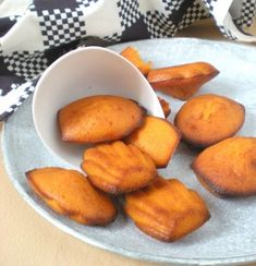 Recette de madeleines au potimarron Dinner Themes, French Pastries, French Food, Pumpkin Recipes, Junk Food, Brunch, Appetizers, Low Carb, Courge Spaghetti