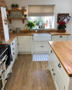 The Dirty Facts About Cottage Kitchen Design And Decoration - Decorin . - The Dirty Facts About Cottage Kitchen Design And Decoration – Decorincite – Apartment - Kitchen Redo, Home Decor Kitchen, Rustic Kitchen, Country Kitchen, New Kitchen, Kitchen Interior, Home Kitchens, Shaker Kitchen, Small Cabin Kitchens