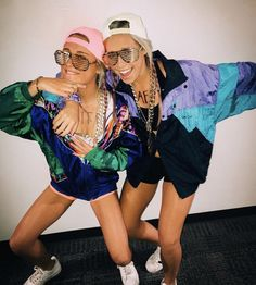 college halloween costumes for parties costumes college parties 32 Easy Costumes to Copy That Are Perfect for the College Halloween Party - By Sophia Lee Halloween Costume Teenage Girl, Easy College Halloween Costumes, Best Friend Halloween Costumes, Fete Halloween, Trendy Halloween, College Costumes, Halloween Couples, Group Costumes, Family Halloween