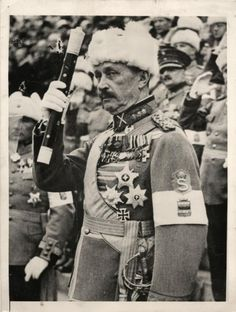 1939 - Field Marshal Gustaf Mannerheim of Finland. Note he is wearing Iron Cross bestowed on him by Kaiser Wilhelm for heroic service during WWI. Navy Gear, Field Marshal, Global Conflict, Ww2 Pictures, Ww2 History, Army & Navy, Free Photos, 2 Photos, Press Photo