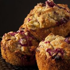 A moist and tender cranberry muffin recipe that is a great use of that leftover cranberry sauce. Cranberry Oat Muffins Recipe from Grandmothers Kitchen. Cranberry Oatmeal Muffins, Oat Muffins, Protein Muffins, Healthy Muffins, Healthy Treats, Healthy Baking, Diabetic Muffins, Healthy Food, Protein Desserts