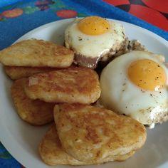 #faitbienfaitmain steak haché à cheval : steak  oignons frits fromage râpé et œufs. Le tout accompagné de rostis.