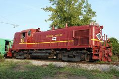 "Hammerhead: A GE locomotive with ""winged"" radiators, when running long hood forward. - A nickname given to certain early ALCO roadswitchers with a high nose, as well as the GE BQ23-7."