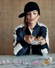 Emily Ratajkowski hats fall fashion