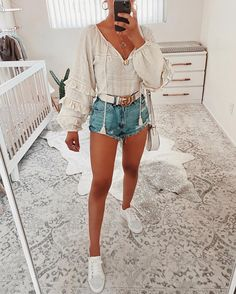 Our favorite trend? in the Gaelle Ruffle Sleeve Top. Trendy Summer Outfits, Cute Casual Outfits, Spring Outfits, Cute Beach Outfits, Summer City Outfits, Cute Travel Outfits, Unique Outfits, Picnic Outfits, Miami Outfits
