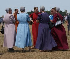 Women of the Beachy Amish