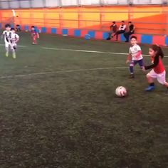 This little girl will punish any guy on the football field Soccer Gifs, Soccer Memes, Soccer Quotes, Football Is Life, World Football, Football Field, Kids Football, Kids Soccer, Soccer Training Drills