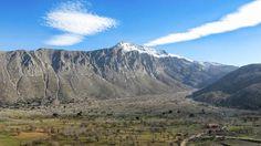 Νότια του οροπεδίου Λασιθίου βρίσκεται κρυμμένο ένα άλλο, μικρό και έρημο οροπέδιο εκπληκτικής ομορφιάς, το Λιμνάκαρο - CRETAZINE ♥ Η Κρήτη όπως τη ζούμε