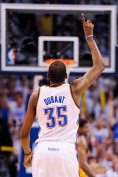 This is Kevin Durant, and he is a Small Forward. Kevin Durant plays for the Oklahoma City Thunder. Kevin Durant has 4 scoring titles at just 24 years old. Kevin Durant played for University of Texas (college) Oklahoma City Thunder Basketball, Basketball Is Life, Basketball Players, Basketball Motivation, Basketball Quotes, Kevin Durant, Durant Oklahoma, Nba Stars, Deporte