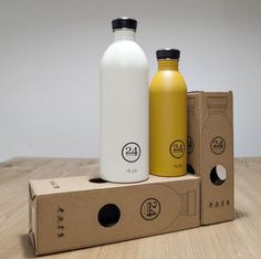 @24bottles Un esempio di design e sostenibilità racchiusi in un packaging ecofriendly. Nell'immagine le Urban bottles, safari khaki e ice white da 500ml e 1l Da 19,90 a 24,90 Euro http://www.24bottles.com/
