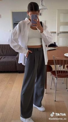 Wide Leg Pants Outfit Summer, Summer Pants Outfits, Crop Top Outfits, Mode Outfits, Fashion Outfits, Plazzo Pants Outfit, Casual Chic Outfits, Poses, Look Chic