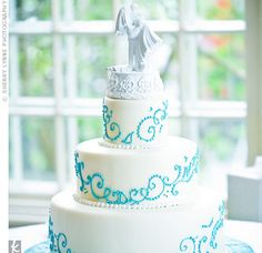 Nicole and Rob matched the teal scrollwork on their white, three-tiered cake to a cake plate they found at Target.