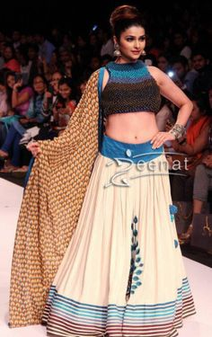 Prachi Desai in Sonam and Paras Modi Lehenga Choli at Lakme Fashion Week (LFW) Winter/Festive 2013. Plain Creme Lehenga with peacocks motif while the hem is crafted with colorful stripes all around the flare, stole is also showing peacock prints in detail, paired with studded sleeveless artistic choli.