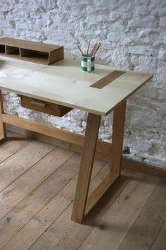 Frame Desk © Robert Barnby