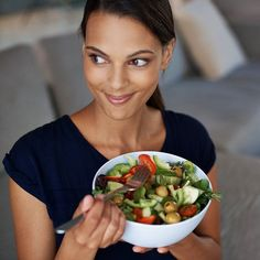 To improve your digestion, here's one small change you can make to strengthen and sooth your tummy: practice mindful eating. Mindful eating can reduce stress and help calm an upset stomach. Watch this video to learn how. Healthy Low Carb Recipes, Easy Healthy Dinners, Healthy Tips, Health Eating, Women's Health, Eating Healthy, Healthy Food, Healthy Living, Warm Food