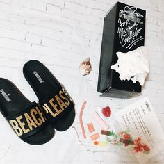 BEACH PLEASE!! Yes pleaseee  my new pool sandals from @thewhitebrand are awesome!! Love them  #newin #bloggermail #fblogger #sandals