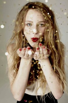 Red & Gold Confetti #girl #festive #holiday