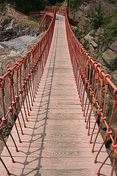 Swing Bridge, Busan, South Korea  http://www.travelandtransitions.com/destinations/destination-advice/asia/