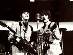 The Beatles - Paul and George The Beatles Live, Les Beatles, George Harrison Young, Olympia Stadium, John Lennon Paul Mccartney, Tour Manager, Famous Guitars, Beatles Photos, Rock And Roll Bands