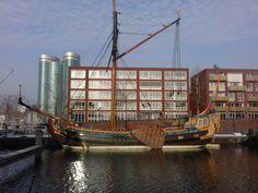 """Statenjacht """"De Utrecht"""" aangemeerd in de Veilinghaven (rob-foto)."""