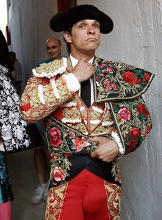 El Juli Folk Costume, Costumes, Matador Costume, Fashion Art, Fashion Outfits, Drag King, Tango Dress, Mexican Dresses, Men In Uniform