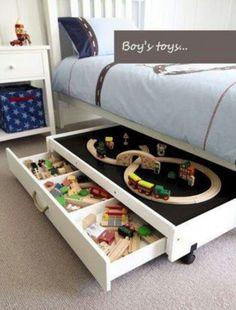 Toys sind eine Sache, die nur schwer zu halten organisiert sind.  Kleine Stücke machen es ein bisschen wie ein Job.  Wenn Sie Inspiration versuchen, eines dieser 25-Spaß-Spielzeug Lagerung Ideen - Tipsaholic, #storage, #organization, #toystorage, #kids