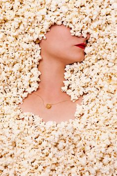 Eye catching images shot for jewelry collection designed by Glenda Lopez are work of photographer Elena Jimenez, graphic designer M. New collection is appropriately named POP FOOD. Jewelry Photography, Creative Photography, Portrait Photography, Fashion Photography, Kreative Portraits, Foto Portrait, Foto Poster, Do It Yourself Fashion, Arte Pop