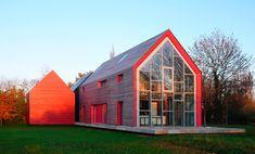 Sliding house: Casa deslizante en Suffolk por dRMM permite alterar la composición del edificio en función de las necesidades de cada momento