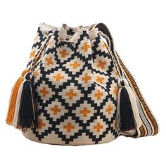 The handmade Clara bag is a special edition Wayuu Chila Bag and is handmade in Colombia by women from the Wayuu tribe. By purchasing one of these bags you are helping sustain the economic growth of th. Love Crochet, Beautiful Crochet, Crochet Accessories, Women Accessories, Mochila Crochet, Tapestry Crochet Patterns, Crochet Shell Stitch, Tapestry Bag, Crochet Handbags