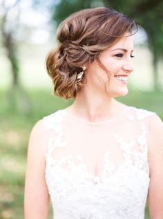 Loose chignon updo wedding hair. Photography : Jenna McElroy Read More on SMP: http://www.stylemepretty.com/2016/08/09/southern-charm-wedding-at-garden-grove/