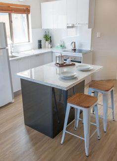 . Keuken model Palma  Kunststof hoogglans, kunststof werkblad, Etna inbouwapparatuur  #interieur & #keukens