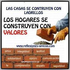 Las casas se construyen con ladrillos