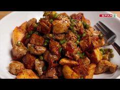 Csirkés aprópecsenye recept képpel. Hozzávalók és az elkészítés részletes leírása. A csirkés aprópecsenye elkészítési ideje: 45 perc Jambalaya, Kung Pao Chicken, Bacon, Ethnic Recipes, Food, Drink, Youtube, Beverage, Drinking