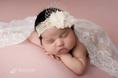 Newborn Baby Photos, Baby Poses, Newborn Poses, Newborn Photo Props, Newborn Pictures, Baby Girl Newborn, Baby Girls, Newborn Session, Newborns