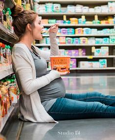 This Cravings-Inspired Grocery Store Maternity Shoot Is Every Mom Every Mom Can Relate to This Hilarious Cravings-Inspired Photo Shoot Funny Maternity Pictures, Cute Pregnancy Pictures, Fall Maternity Photos, Baby Bump Photos, Casual Maternity, Bump Pictures, Celebrity Maternity, Summer Maternity, Pregnancy Photo Shoot
