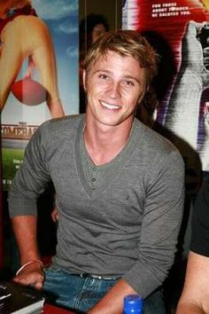 Garrett Hedlund..his voice will change your life <3