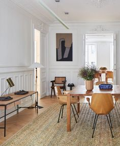 Top 10 Luxury Dining Tables from Exclusive Brands Furniture Design Modern, Interior Architecture Design, Luxury Dining Room, House Interior, Apartment Decor, Dream Dining Room, Parisian Apartment Decor, Dinning Room Design, Luxury Dining Tables