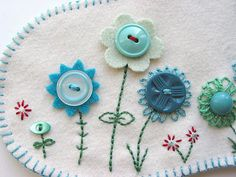 Wonderful Ribbon Embroidery Flowers by Hand Ideas. Enchanting Ribbon Embroidery Flowers by Hand Ideas. Felt Crafts, Fabric Crafts, Sewing Crafts, Sewing Projects, Embroidery Applique, Cross Stitch Embroidery, Embroidery Patterns, Felt Applique, Flower Embroidery