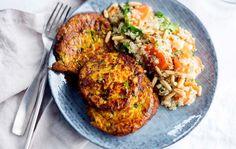 Kasvis-halloumipihvit ja kvinoa-porkkanasalaatti | Kotiliesi 8/2016