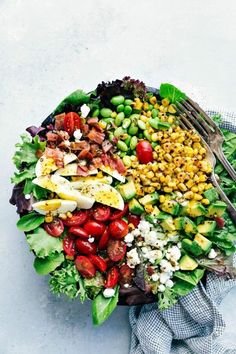 Simple to make Cobb Salad with an amazing Herb Vinaigrette. This healthy salad is packed with flavors and everyone always begs for the recipe! Better than Zupas or Chick-fil-A! Healthy Meal Prep, Healthy Salads, Healthy Recipes, Meal Prep Salads, Lunch Recipes, Healthy Eats, Healthy Foods, Dinner Recipes, Summer Salad Recipes