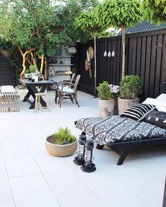 80 Awesome Modern Garden Fence Design For Summer Ideas Simple Garden Designs, Modern Garden Design, Contemporary Garden, Backyard Designs, Backyard Ideas, Modern Backyard, Fence Ideas, Outdoor Rooms, Outdoor Living