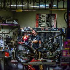Motorcycle garage mat new best shop images on garages ideas and . Motorcycle Workshop, Motorcycle Shop, Motorcycle Garage, Garage Shop, Car Garage, Ideas Para Inventos, Ultimate Garage, Cool Garages, Bike Shed
