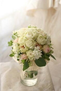 軽井沢まで宅急便でお届けした生花の4シェアブーケ。リボンをほどくと4つの小さな花束としてシェアできます。モコモコというのはベージュオレンジのバラ、打ち合わ...
